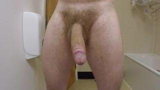 видео мужик дрочит огромный член