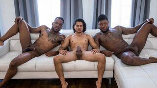 Чернокожие Ребята Окружают И Ебут Жестоко